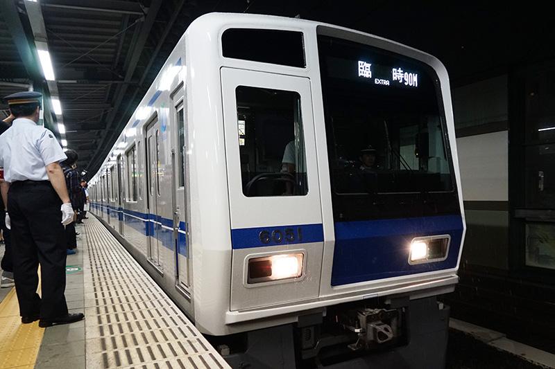 運用には6000系の6051F編成(10両)が使用された
