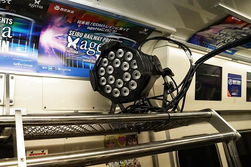 網棚上の照明装置