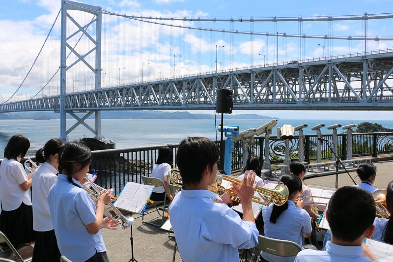 兵庫県の柳学園ジャズバンド部生徒によるジャズ演奏