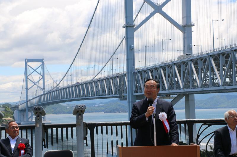 祝辞を述べる徳島県知事の飯泉嘉門氏
