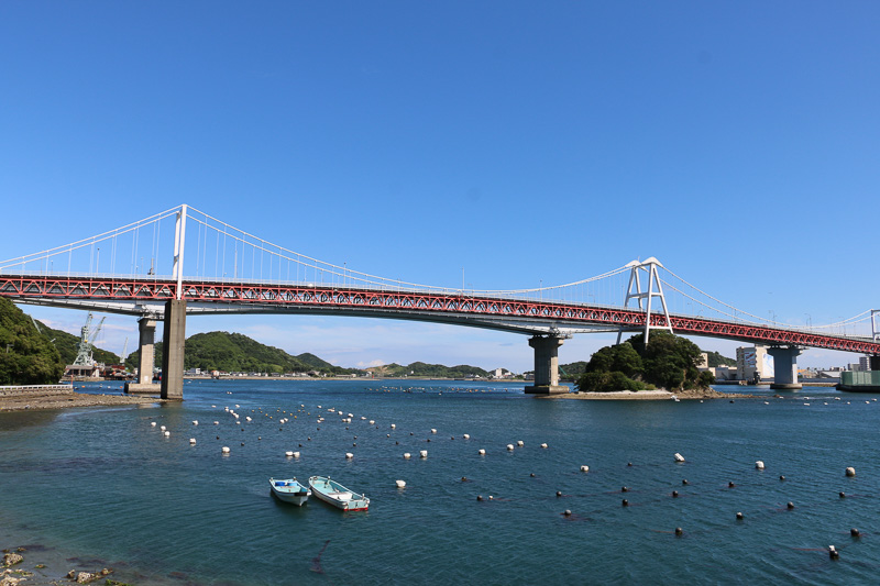 鳴門市周辺を散策するとさまざまな形の橋が存在する