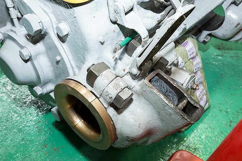ふたが開いた部分は車軸にオイルを供給するリザーバー的な部分