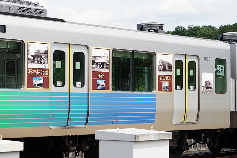 池袋線の開業時に開設された12駅の駅舎の写真でラッピングされている