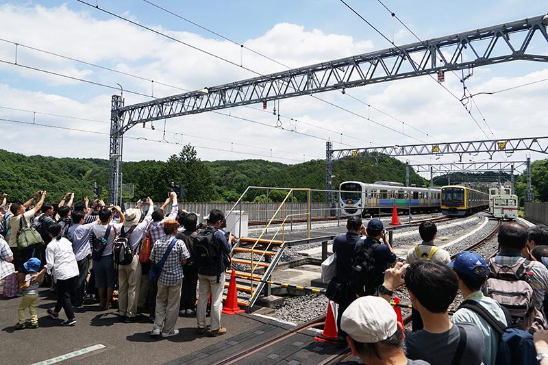 電車撮影会はやはりすごい人気。列をある程度の人数で区切りながら撮影ポイントに入場。時間内に撮影する形式