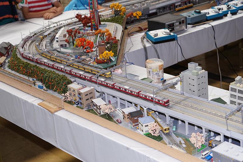 Nゲージの鉄道模型ジオラマの展示