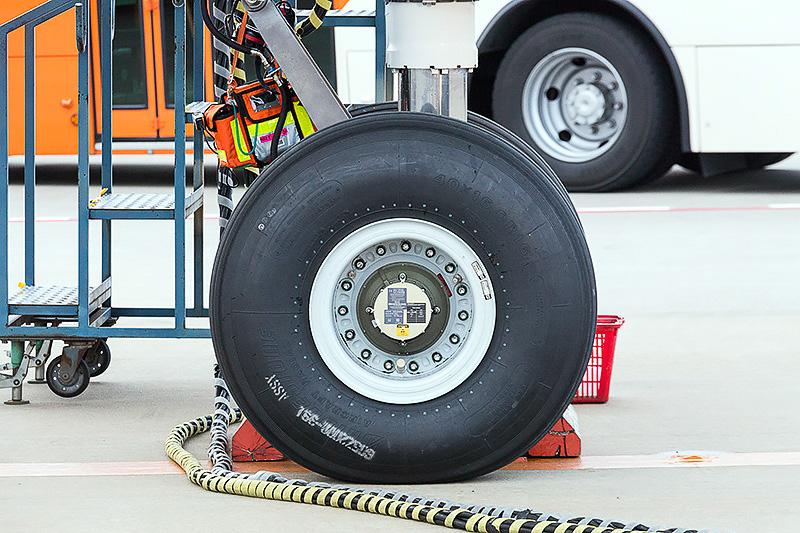 タイヤはブリヂストン製