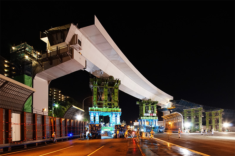 ほぼ据え付けが完了した高槻第二JCTDランプ橋DP3~4区間の鋼桁
