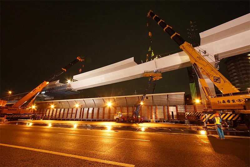 ほぼ架設が完了した高槻第二JCTDランプ橋DP4~5区間の鋼桁