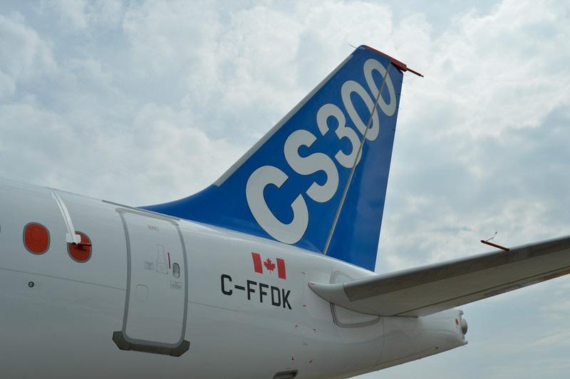 展示されたCS300飛行試験初号機。最前部の窓に取り付けられた熱線風速計や水平尾翼の風向計など、機体の随所にセンサー類が設置されている