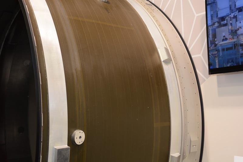 PW1100G-JMのCFRP製ファンケース。IHIが開発・設計・製造を担当している