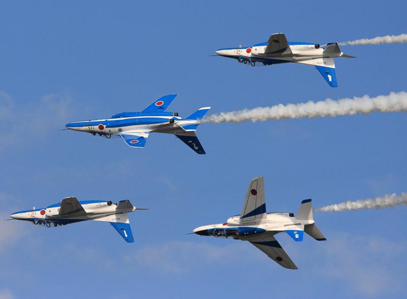 7月19日の千歳基地航空祭では、航空自衛隊のアクロバットチーム「ブルーインパルス」も飛行する
