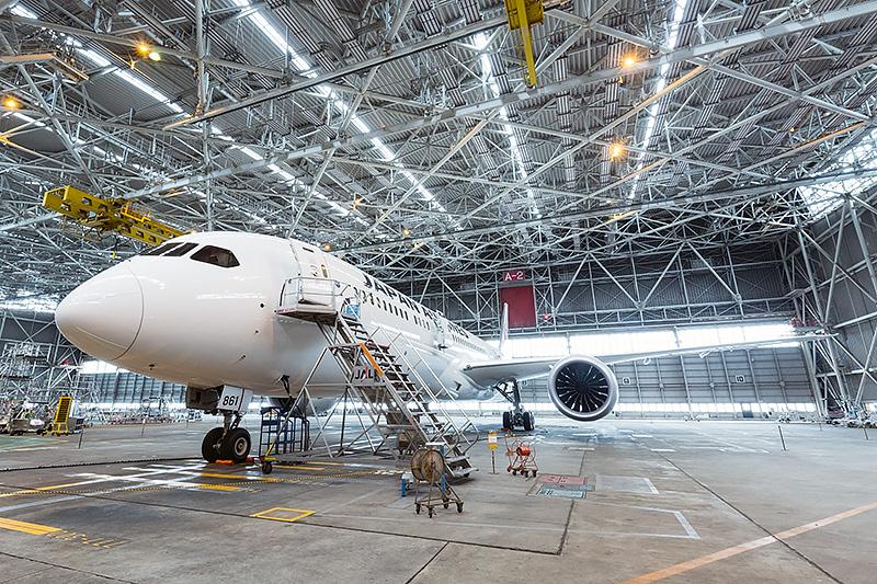 成田空港にあるJALのハンガー内で公開されたJALの最新鋭旅客機「ボーイング 787-9」