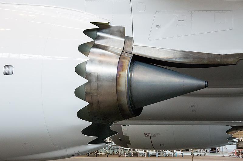 エンジンは離陸推力7万4100lbsの「GEnx-1B74/75」。787-8よりも推力が向上している