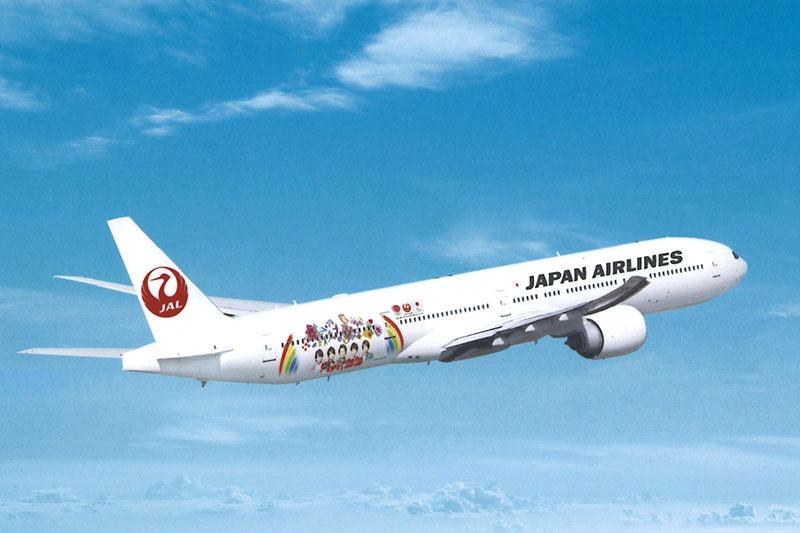 国内線に6月27日より就航する「JAL FLY to 2020 特別塗装機」。機材はボーイング 777-300型機(登録記号:JA751J)