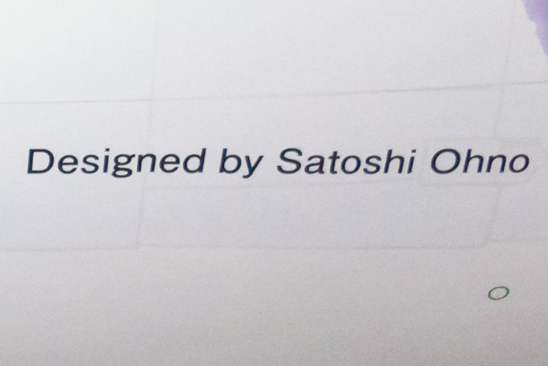 """大野氏がデザインしたラッピングの右下には""""Designed by Satoshi Ohno""""の文字が入っている。"""