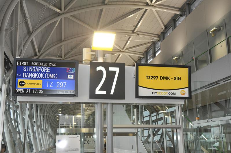 搭乗時刻が定刻よりも遅くなったが、スクートスタッフとゆっくり記念写真を楽しんでいる人を多く見かけた