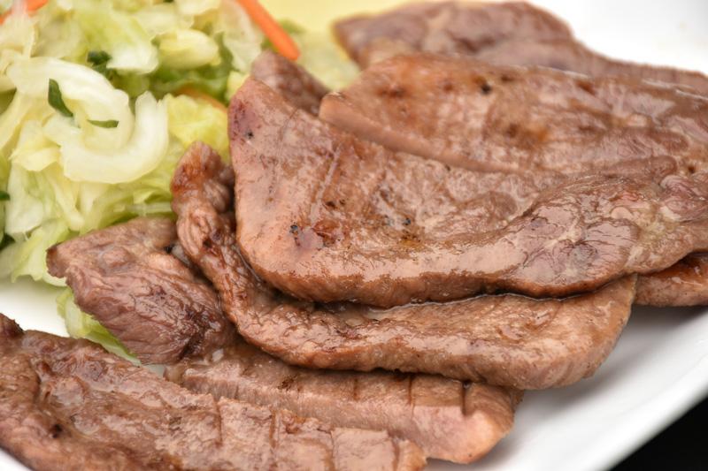 分厚い牛タンは、噛めば噛むほど肉の味がジュワっと口の中に広がりました。国見SAでは、牛タン定食や牛タン丼が人気だそうです