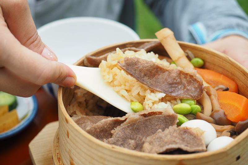 福島牛の旨味がしみこんだ甘じょっぱい醤油ベースのわっぱ飯。一緒に炊いた具材もホクホクして美味しかったです