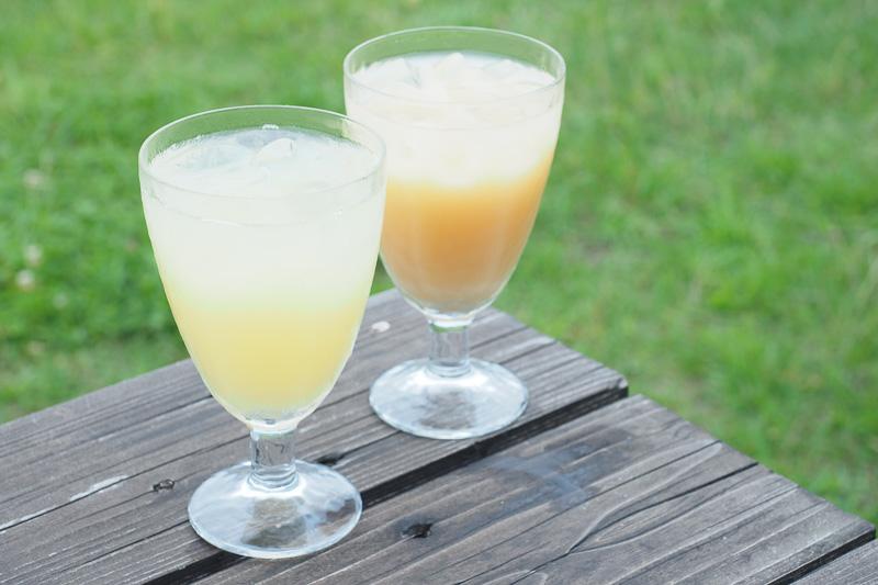 食後に福島の林檎100%ジュース「林檎の想い」(手前)と、伊達の桃100%ジュース「伊達の密桃」(奥)をいただきました。果実の味が濃厚なのでデザート感覚で飲みました。ともに310円