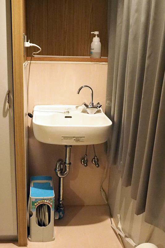 洗面台。ドッグルームの床は水洗いができるようになっていて、粗相してしまったときなどに対応できます