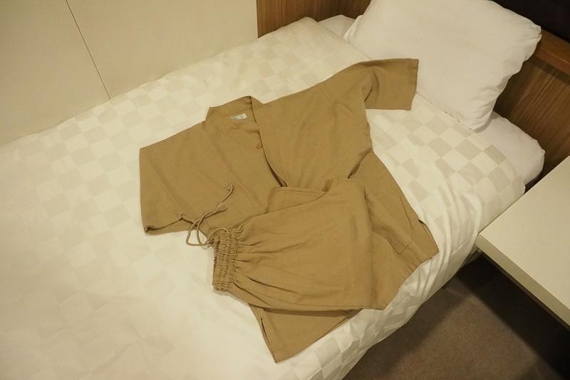 ロッカーにはリラックスできる作務衣が用意されています。部屋着に着替えるだけで、疲れたが取れるから不思議です