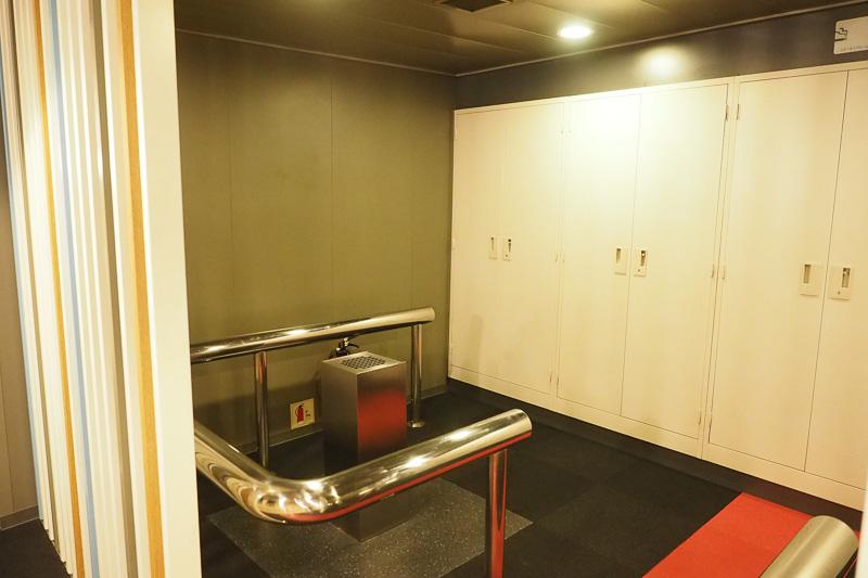 喫煙所。船内は個室を含むすべての客室が禁煙です