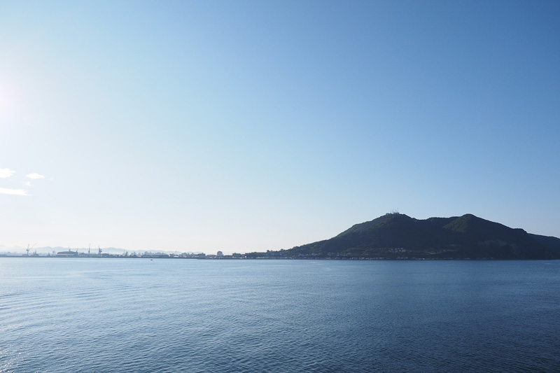 北海道が見えてきました! フェリーは上陸する大陸が見えると、必ず興奮してしまうから不思議ですね(笑)