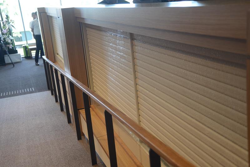 ホテルにはエアコンがない。あちこちに輻射パネルが設置されムラのない室内環境を作り出す