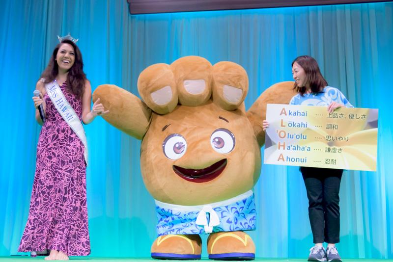 """ハワイ州観光局のキャラクター""""Shakaちゃん""""。""""Shaka""""のハンドサインをキャラクター化したもの"""