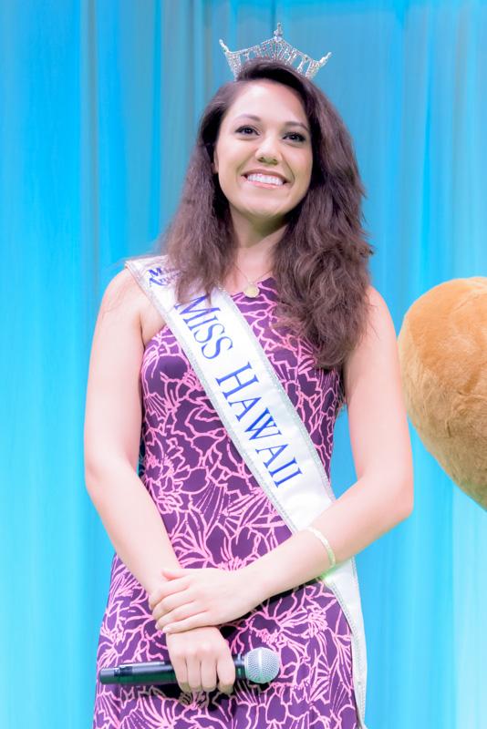 ミスハワイ2014のステファニー・ステウリさん。ハワイ大学マノア校に在学して生物学を専攻。また、ローラーホッケーの大会ではキーパーとして活躍するなどの才女である