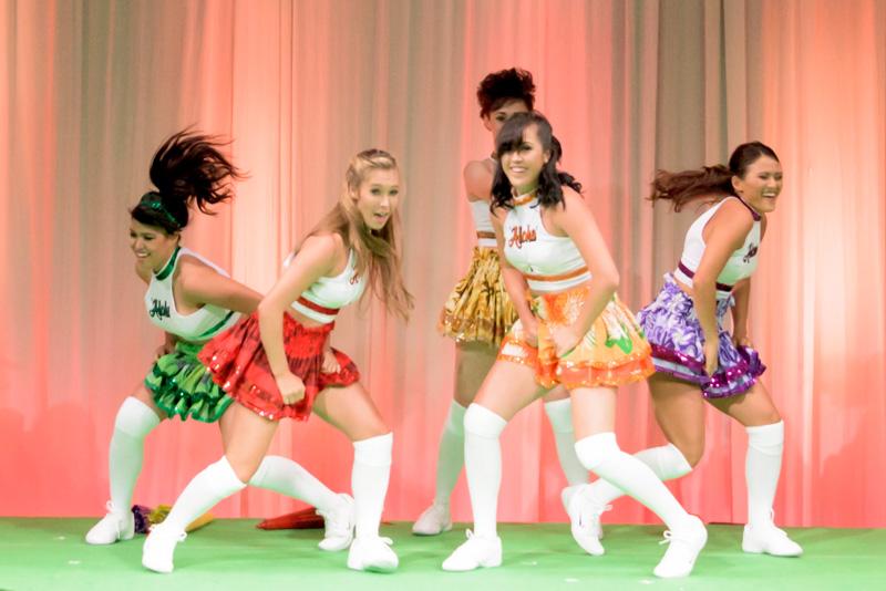 「ジェネレーションアロハ」によるダンスパフォーマンス