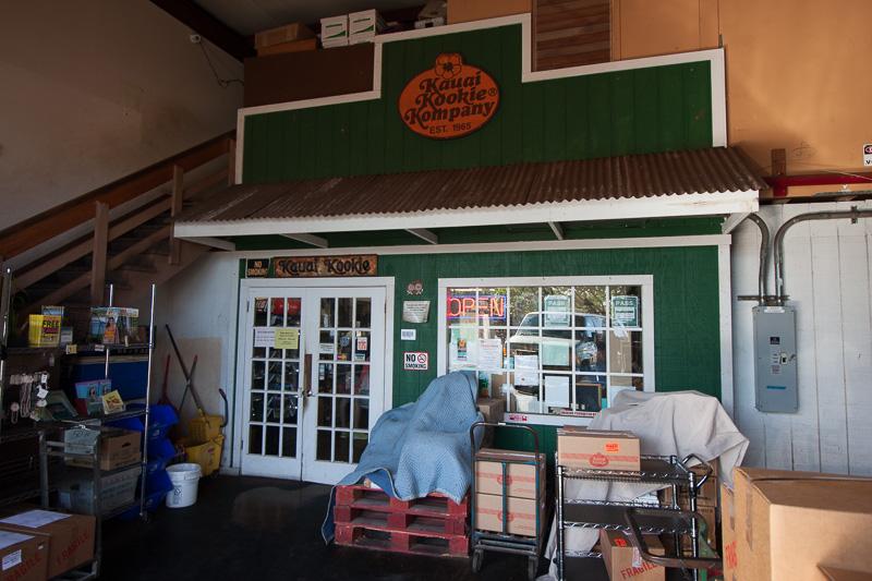 倉庫かと思うようなカウアイ・クッキーの店舗