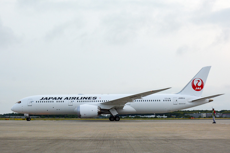 JALのボーイング 787-9型機。写真は6月11日の日本到着時のもの