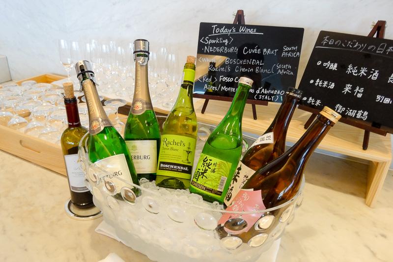 ワインはスパークリング、赤、白の3種。日本酒も3銘柄が用意されていた