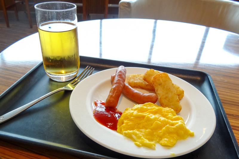 朝食時間帯の洋食コーナーは、ソーセージやスクランブルエッグ、ハッシュドポテトなどが用意された、いわゆるアメリカンブレックファストのメニュー