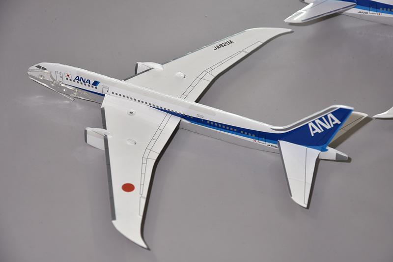 フライングモデルプレーン「ANA 787」。ちなみにモデルとなっているJA829Aは、ボーイング 787-8の150機目の機体