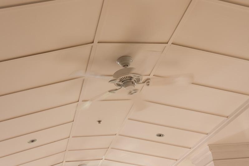 天井にはファンが設置してある