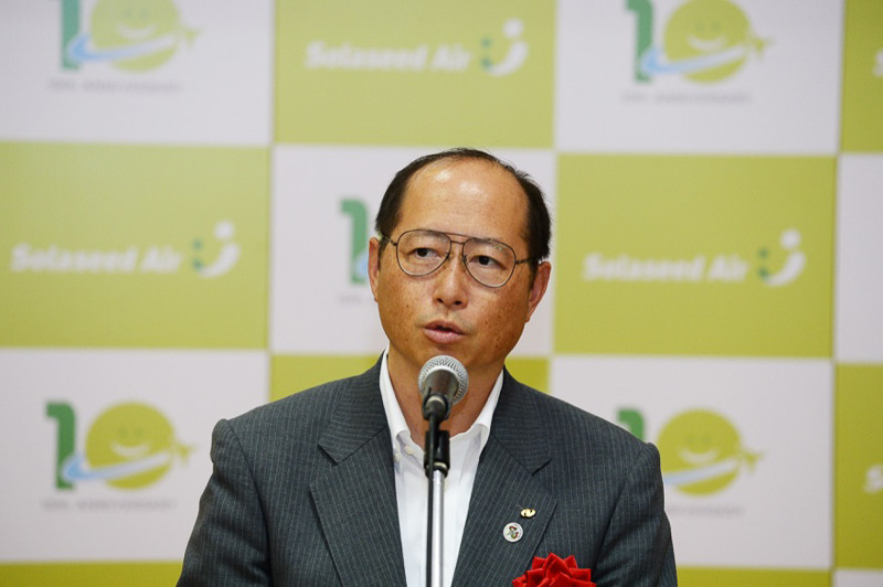 参列できなかった中村法道(ほうどう)長崎県知事の挨拶を代読した副知事の里見晋氏