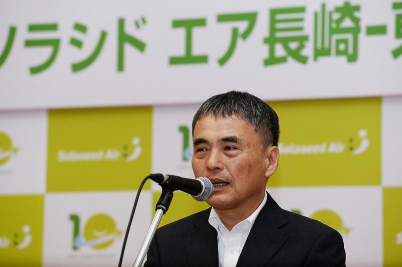 国土交通省 大阪航空局 長崎空港事務所 空港長の鳥井良平氏は「ただならぬ安全運行への努力に感謝している」と祝辞を述べた