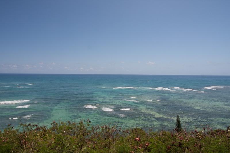 アクティビティスポットへ移動中に見かけた風景。クアロア・ランチからは、カネオヘの美しい海を望むことができる