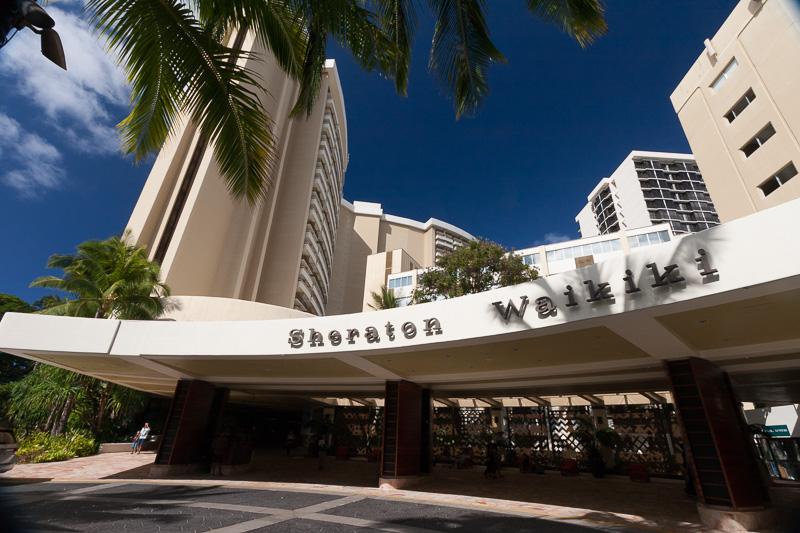 ワイキキビーチ沿いに建つ「シェラトン・ワイキキ」。ワイキキエリアを代表するホテル