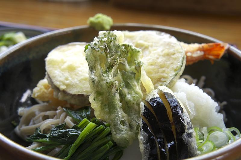 夏のオススメメニュー「冷やし野菜天ぷらそば」