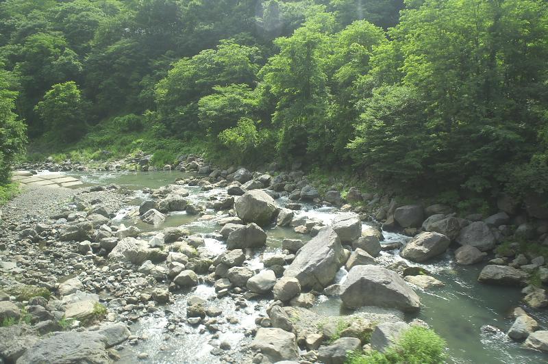 野辺山駅を過ぎると、千曲川に沿いながら佐久盆地へと下っていく