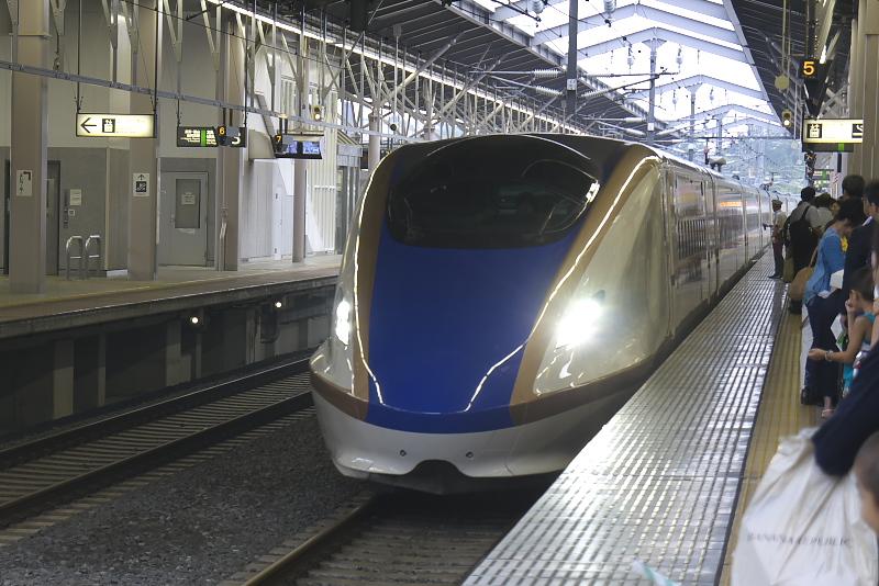 軽井沢駅17時38分発の「あさま624号」で高崎に向かう