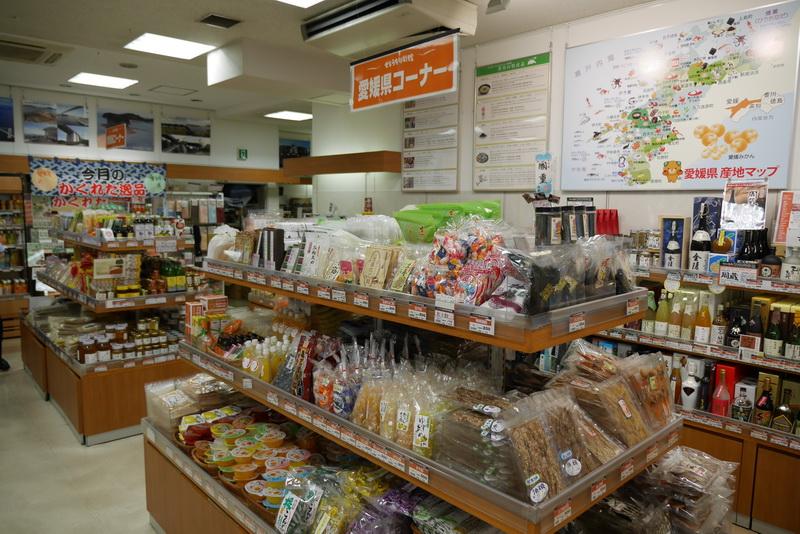 その他にも、愛媛県や香川県の特産品が多数販売されている
