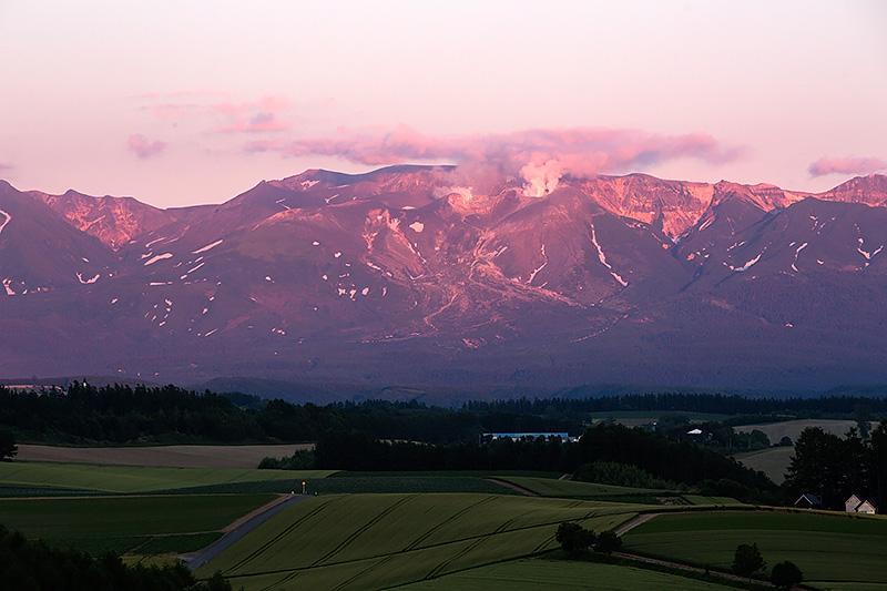 美瑛方面から見た大雪山系
