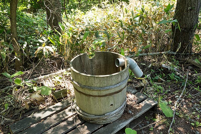 最初の家の近くに展示されていた、手押し一輪車と木桶。いずれもテレビドラマの印象的なシーンで登場している