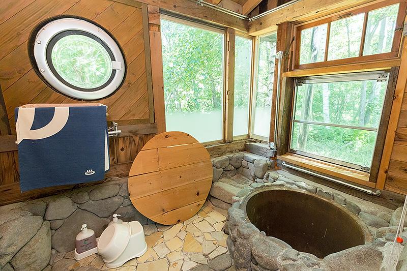 家の内部まで入ることができる。細部まで作り込まれていた