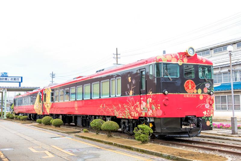 七尾線の観光列車「花嫁のれん」(キハ48 1004の左側から撮影)