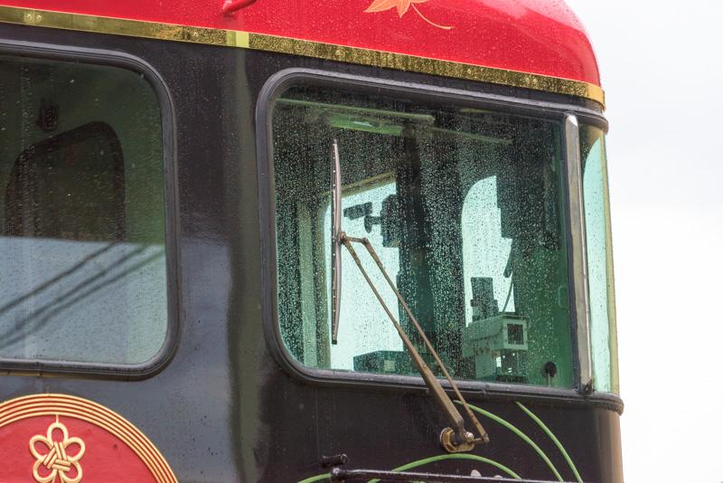 窓ガラスはすべてUVカットガラスに交換されている